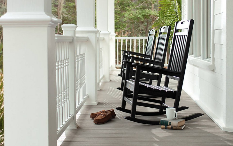 trex-transcend-porch-gravel-path-railings-classic-white-colornial-spindles-outdoor-furniture-black-rockers