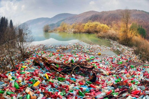 Plastics-waterways-GettyImages-04c43760cec45019167aeebeb26b318c61fb526d